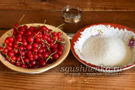 красная смородина и сахар