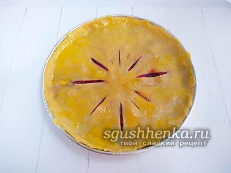 прикрыть пирог тестом