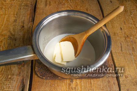 добавить кусок сливочного масла