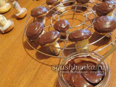украсить растопленным шоколадом