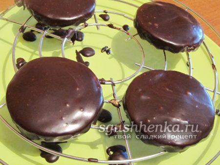 покрыть шоколадной глазурью