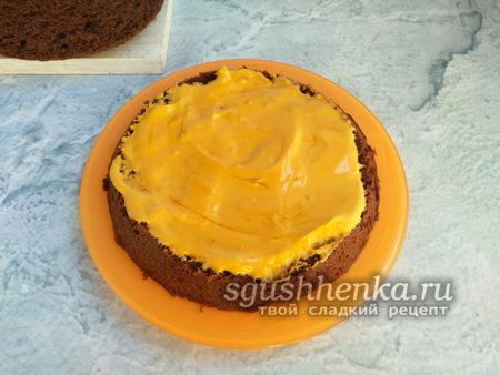 смазать торт кремом