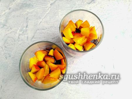 выложить персики