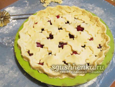 украсить поверхность пирога сеточкой