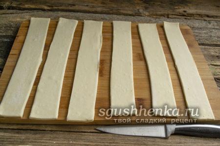 нарезать тесто лентами