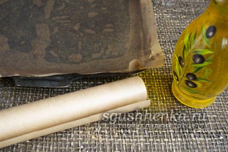 смазать маслом бумагу для выпечки