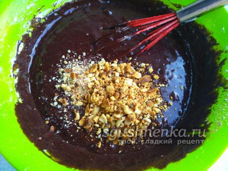 орехи ввести в тесто