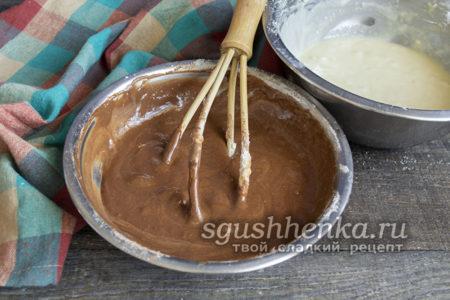 замешать шоколадное тесто