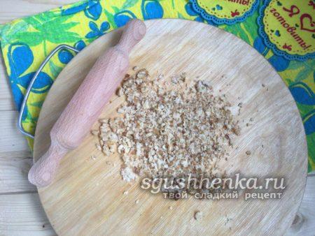 измельчить грецкие орешки
