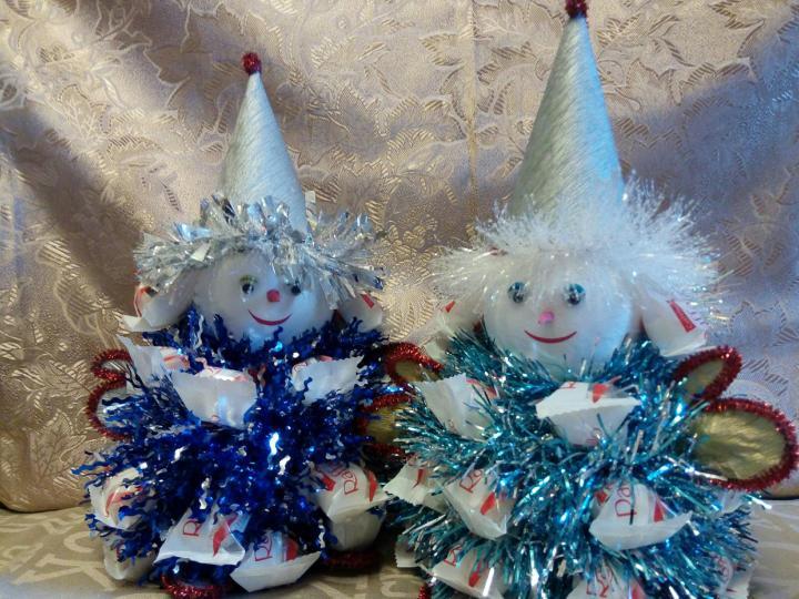 Снеговики из конфет своими руками на Новый год 2020