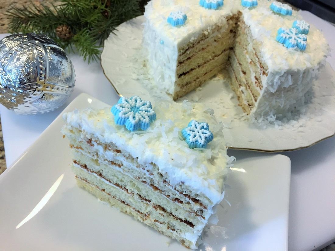 новогодний торт с кремом и кокосовой стружкой