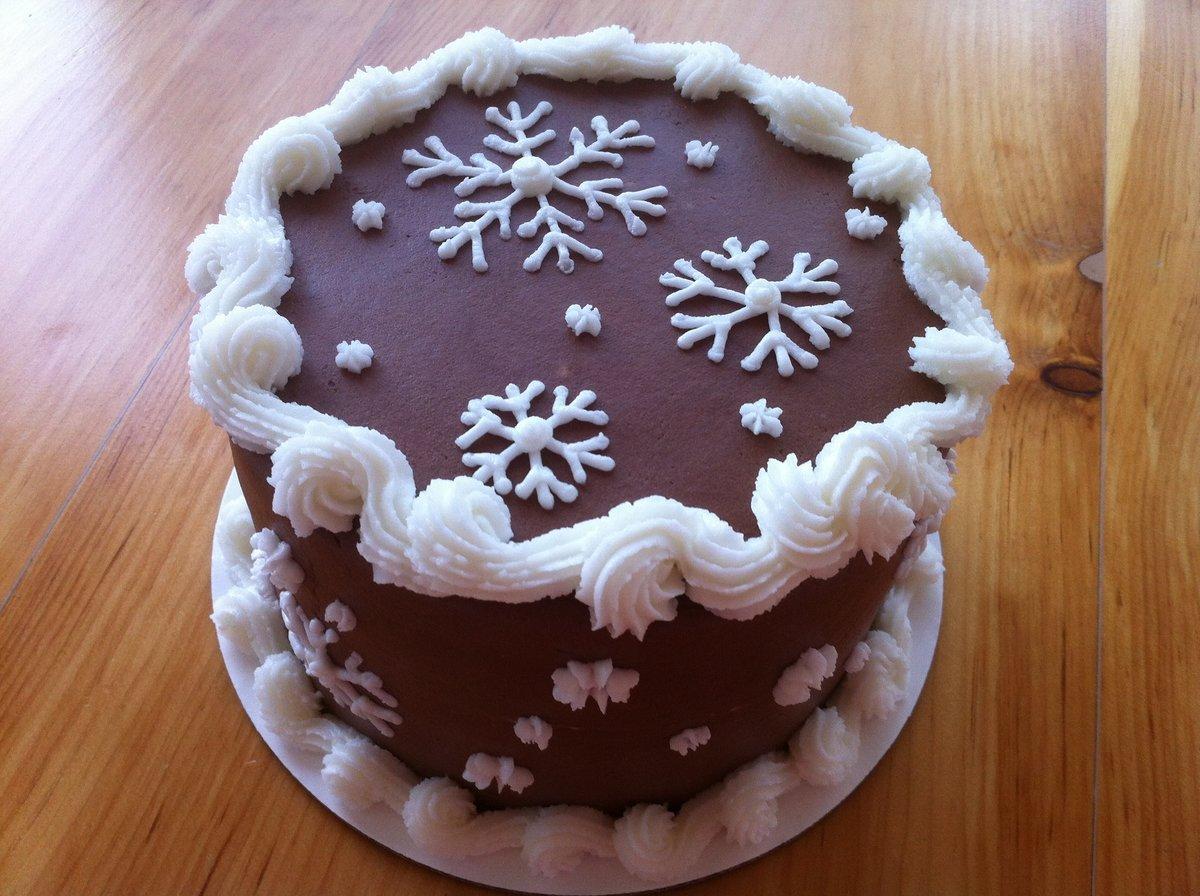 украшение новогоднего торта снежинками из крема