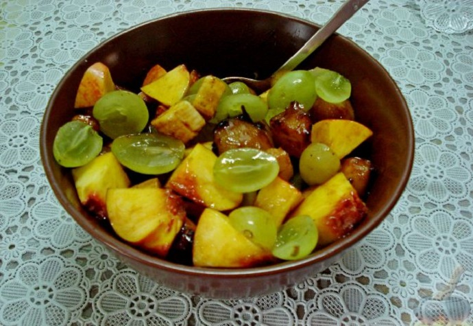 фруктовый салат с виноградом