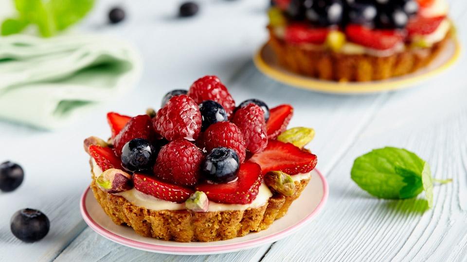 пирожные с сезонными ягодами