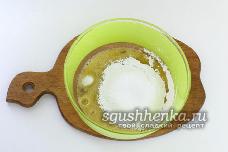всыпьать сахарную пудру