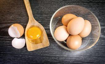 Как правильно разбить яйцо - самые простые способы