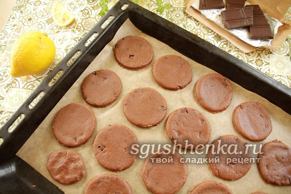 подготовить шоколадные печенья