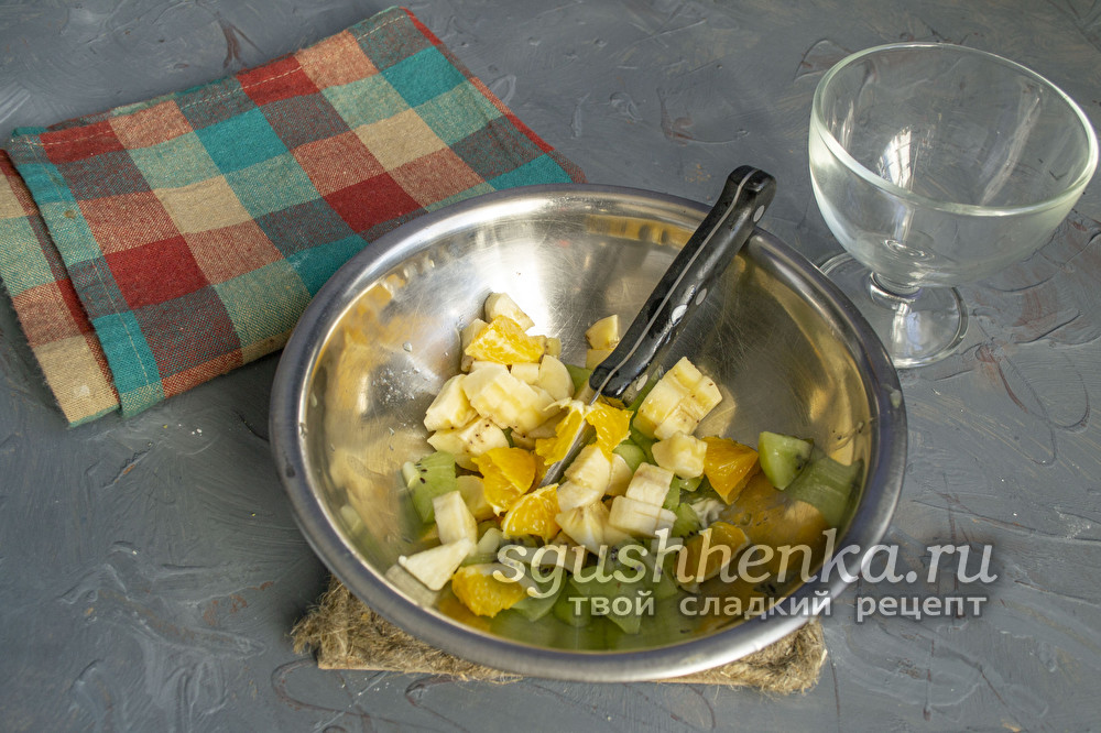 смесь фруктов для десерта