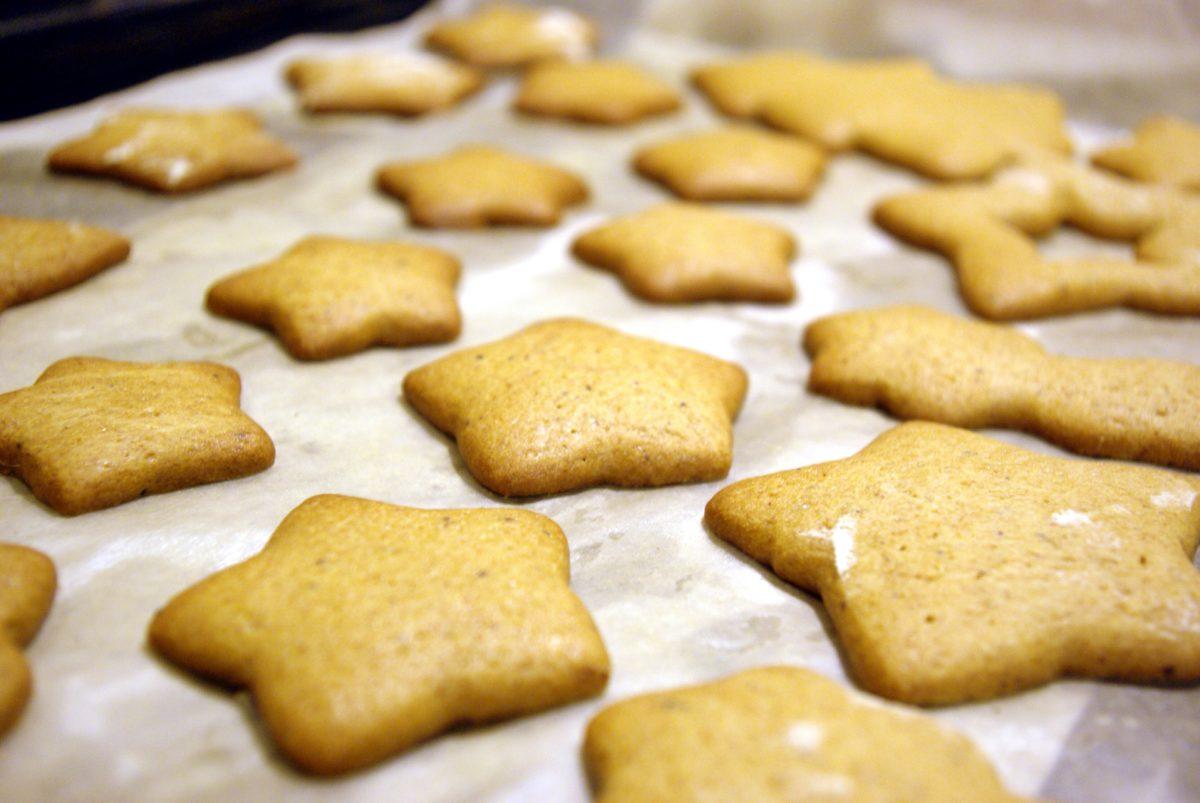 выпекание печенья с имбирем