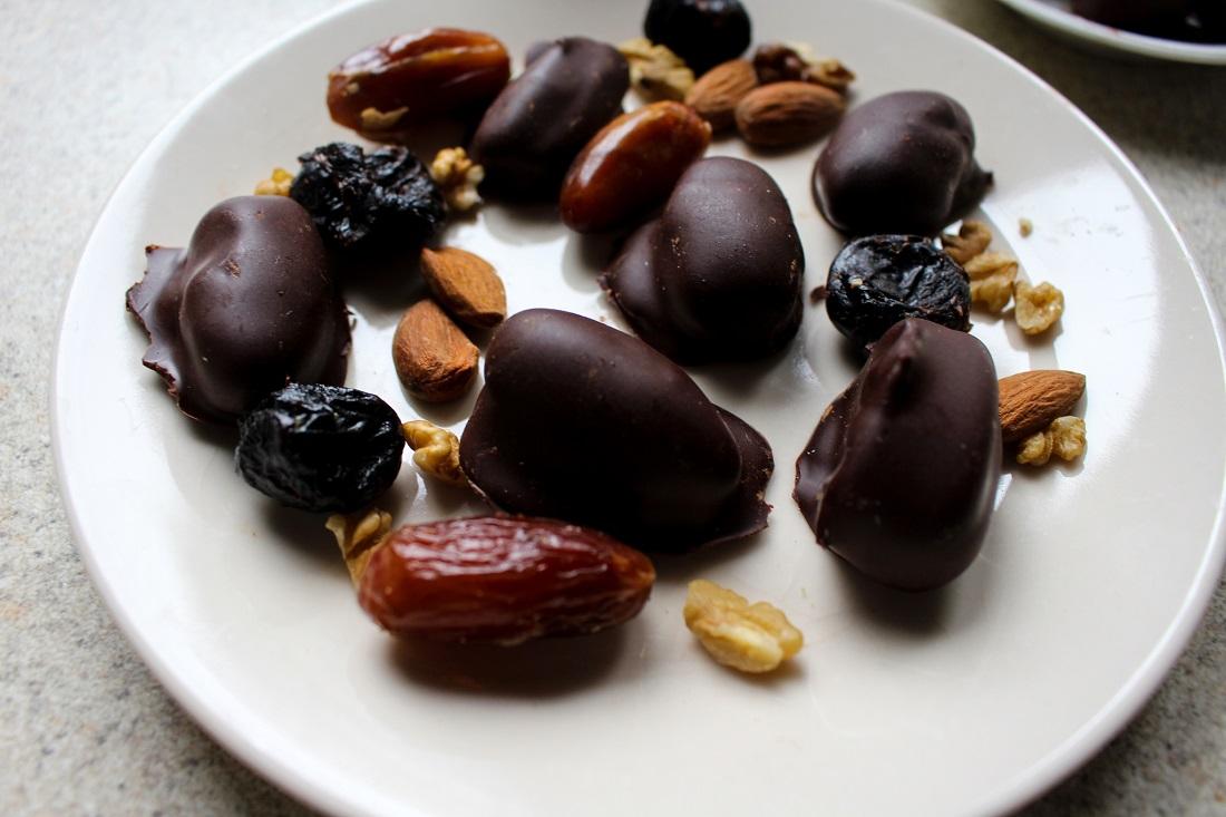 как приготовить финики в шоколаде