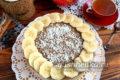 банановый торт без выпечки с печеньем, сметаной, желатином и творогом