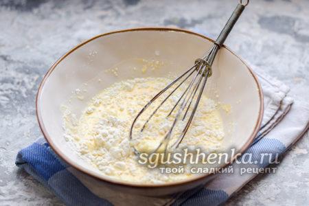 всыпать пшеничную муку