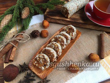 финиковая колбаска в кунжуте из сухофруктов