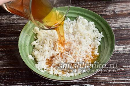 влить компот в рис