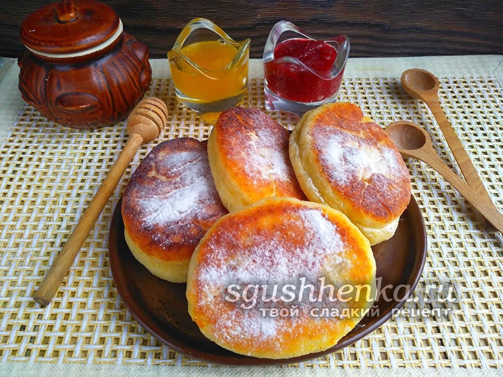 пирожки из творожного теста с яблоками, жареные на сковороде