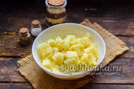 нарезать яблоки кусочками
