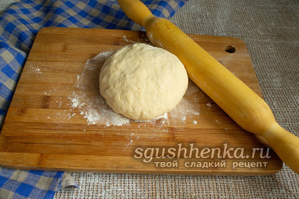 готовое тесто поместить в холод