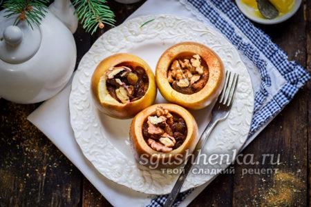яблоки с медом, корицей и орехами