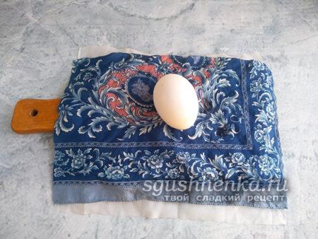 яйцо уложить на ткань
