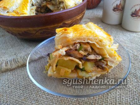 Курник с курицей, картошкой и грибами в духовке