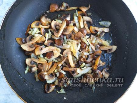 грибы нарезать кусочками