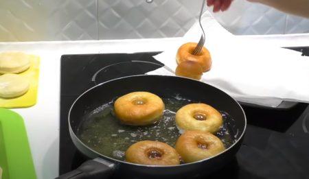 жарим пончики
