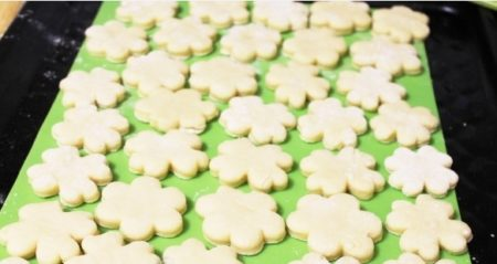 разложить печенье