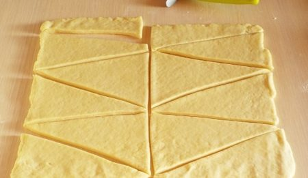 разрезать тесто